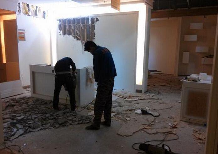 服装店地砖拆除