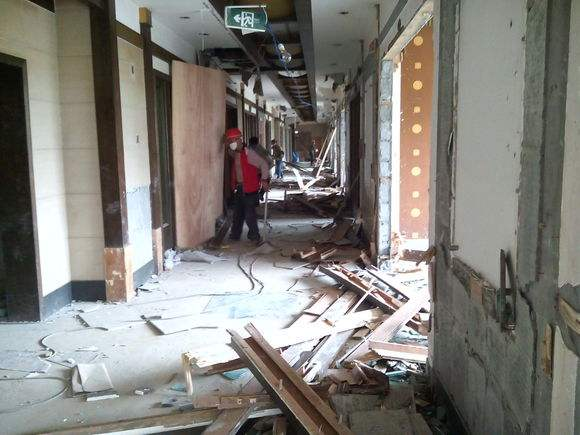温州厂房室内装修拆除火热进行中
